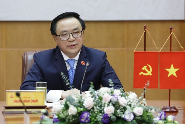 Vietnamese, Chinese Party officials hold phone talks hinh anh 1