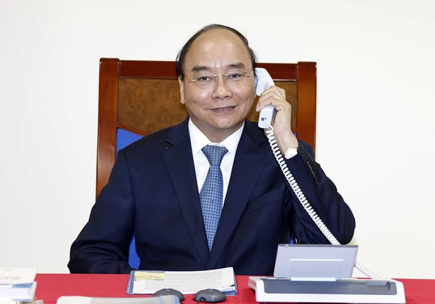 Prime Minister holds phone talks with EC President hinh anh 1