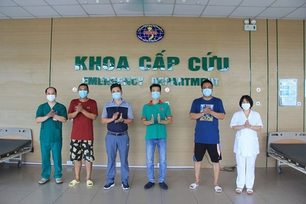 Four more COVID-19 patients fully recover hinh anh 1