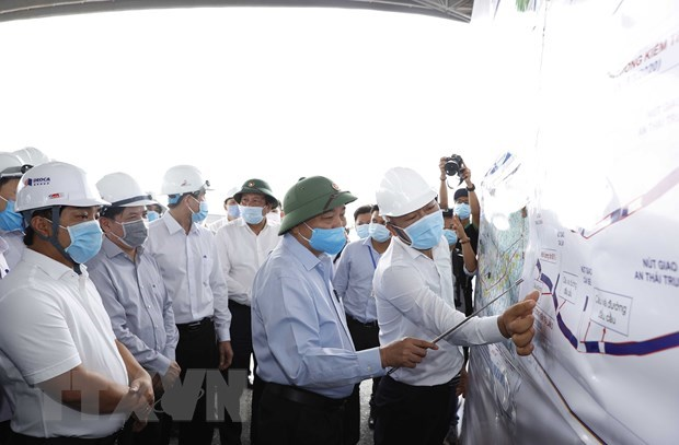 PM inspects construction progress of Trung Luong-My Thuan Expressway hinh anh 1