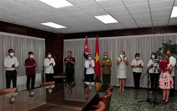 Vietnam, Cuba highlight cooperation, friendship amid COVID-19 fight hinh anh 1