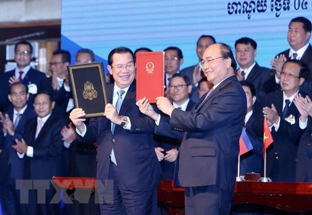 Vietnam, Cambodia exchange border topographic maps hinh anh 1