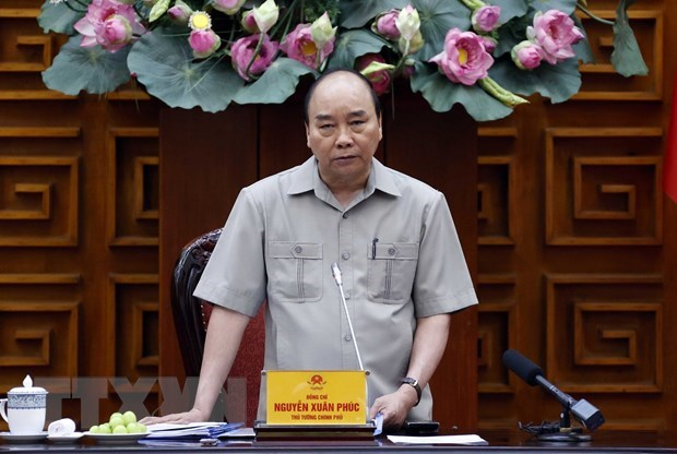 PM urges resolve to prevent negative growth hinh anh 1