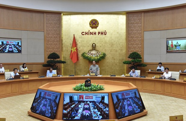 PM chairs online meeting on COVID-19 response hinh anh 1