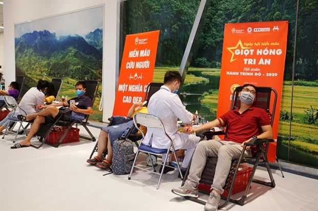 Red Journey draws thousands of blood donors in Hanoi hinh anh 1
