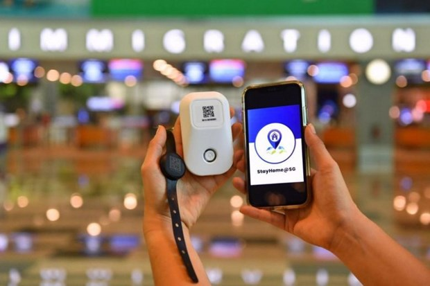 Travellers to Singapore to wear electronic tracking device hinh anh 1