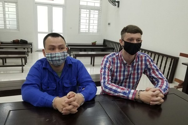 Vietnamese, Scot jailed in Hanoi on drug offences hinh anh 1