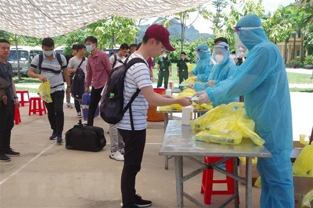 Four COVID-19 patients discharged from hospital hinh anh 1