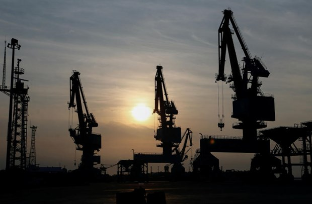 Indonesia's economy contracts for first time in two decades hinh anh 1