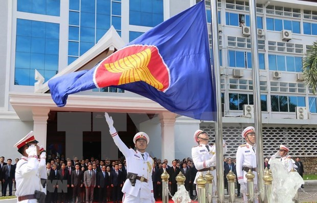 Lao holds flag-raising ceremony to mark ASEAN 53rd anniversary hinh anh 1