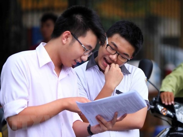 Hanoi, HCM City work to ensure safety for high school exams hinh anh 1