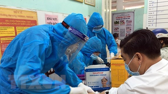 Vietnam confirms two more COVID-19 cases hinh anh 1