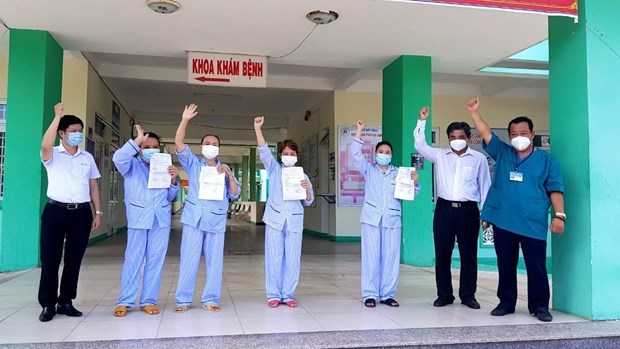 Four patients in Da Nang recover from COVID-19 hinh anh 1