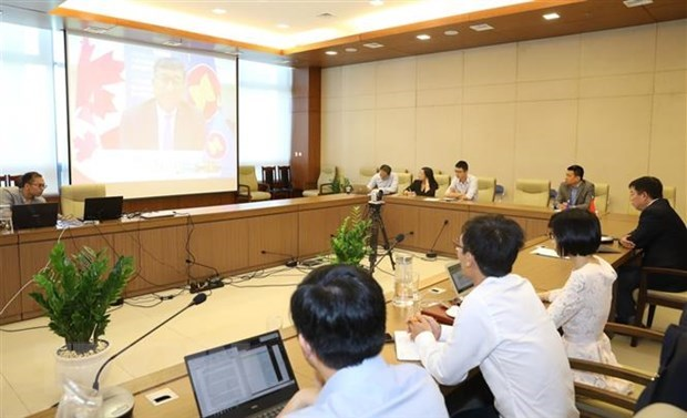 Vietnam lauds Canada's support to ASEAN in COVID-19 fight hinh anh 1