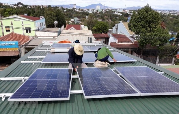 Over 1,600 households install roof-top solar power system in July hinh anh 1