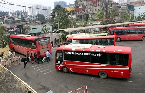Transport firms cheer road maintenance fee reductions hinh anh 1