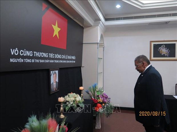 Vietnamese embassies in Brunei, Bangladesh hold services for former Party leader hinh anh 2