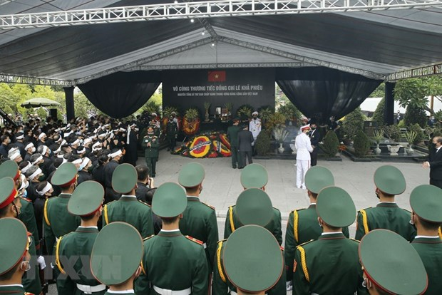 Memorial, burial services held for former Party General Secretary Le Kha Phieu hinh anh 3