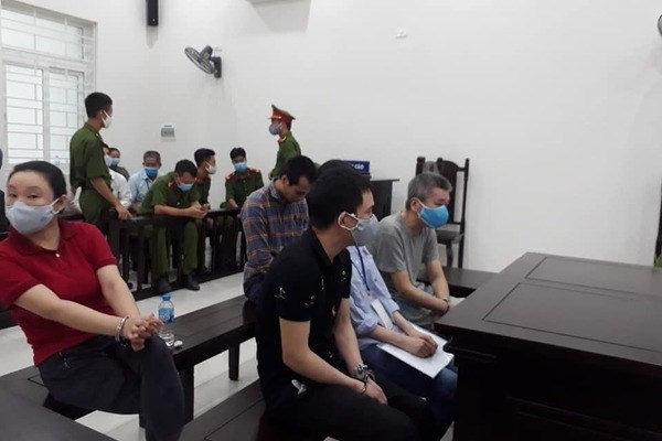 Two foreigners sentenced for illegally sending people abroad hinh anh 1