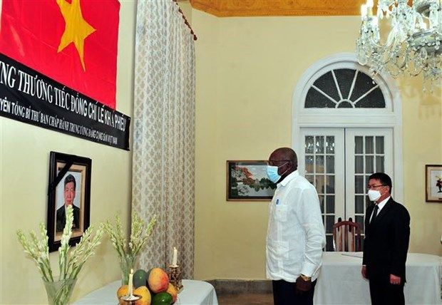 Vietnamese diplomatic corps abroad hold services for late Party chief hinh anh 1