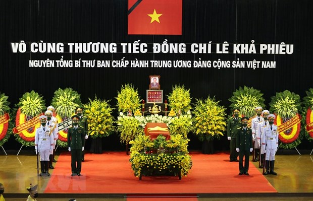 Memorial, burial services held for former Party General Secretary Le Kha Phieu hinh anh 1
