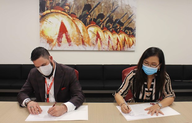 Vietnamese firm seals deal to supply equipment for US medical group hinh anh 1