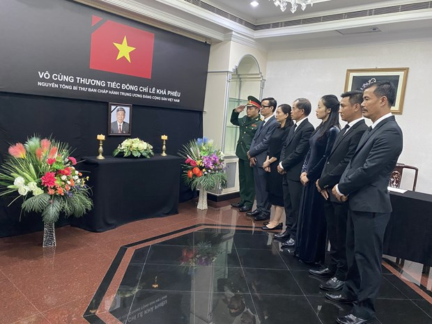 Vietnamese embassies in Brunei, Bangladesh hold services for former Party leader hinh anh 1