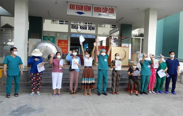 Seven more COVID-19 patients discharged from hospital in Da Nang hinh anh 1