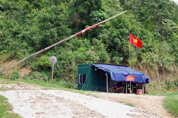 Son La border guards arrest six people for illegally entering Vietnam hinh anh 1