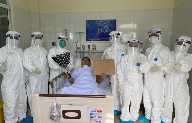 Two COVID-19 patients successfully treated in Da Nang hinh anh 1