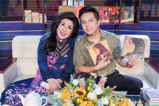 Cai luong star releases MV to encourge people in COVID-19 fight hinh anh 1