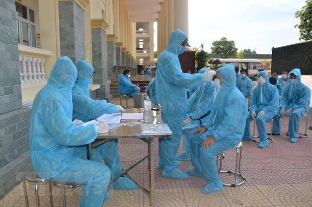 Vietnam reports 12 new COVID-19 cases on August 17 evening hinh anh 1