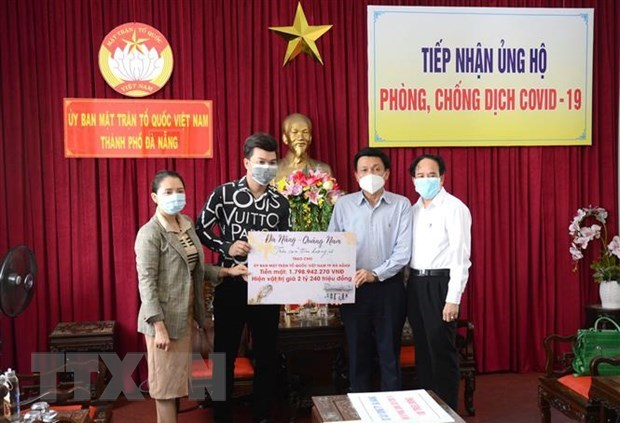 Donations continue to strengthen COVID-19 fight hinh anh 1