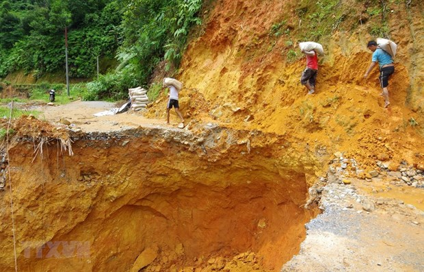 Downpour-triggered landslide kills one in Lai Chau hinh anh 1