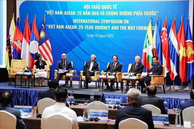 Vietnam actively contributes to ASEAN's development: official hinh anh 2