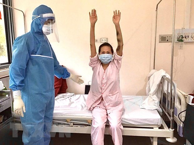 Seven COVID-19 patients discharged hinh anh 1