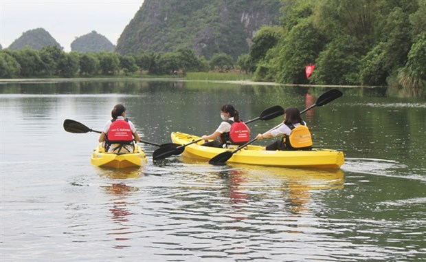 Kayak tours on offer at Trang An Scenic Landscape Complex hinh anh 1