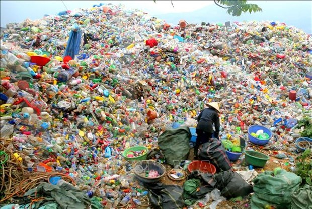 PM orders tighter plastic waste management hinh anh 1