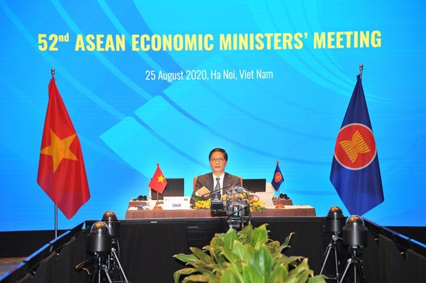 ASEAN ministers review implementation of economic initiatives hinh anh 1