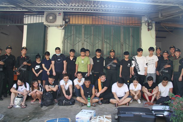 21 wanted Chinese scammers caught in Lao Cai hinh anh 1
