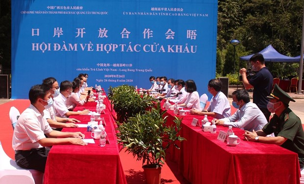 Vietnamese, Chinese localities work to boost ties in border gate-related issues hinh anh 1