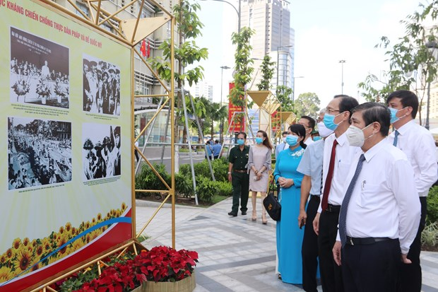 Photo exhibitions held in HCM City to mark 75th National Day hinh anh 1