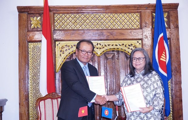 Vietnam assumes rotary chair of ASEAN Committee in Czech Republic hinh anh 1