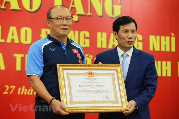 Football coach Park Hang-seo honoured with Second-Class Labour Order hinh anh 1