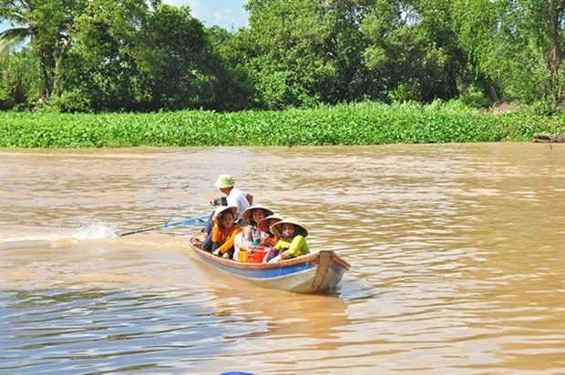 Farmers in Mekong Delta attend floating English class hinh anh 1