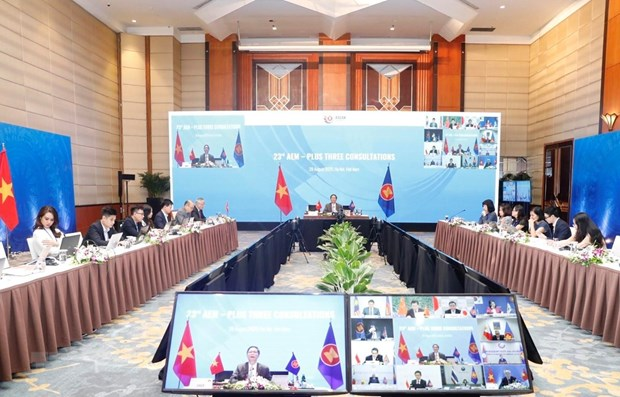 ASEAN economic ministers hold consultations with partners hinh anh 1