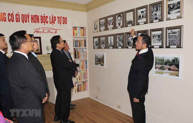 Showroom of President Ho Chi Minh inaugurated in Canada hinh anh 1