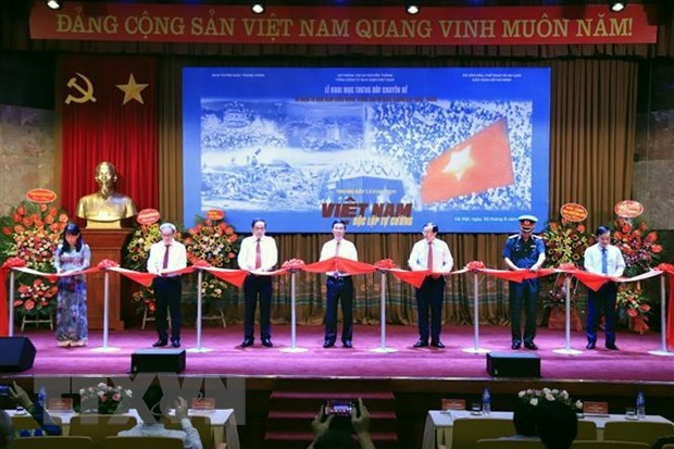 Exhibition reviews national construction, defence in 75 years hinh anh 1