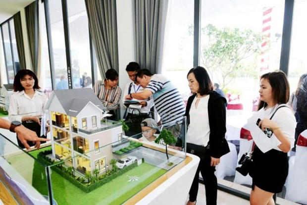 Experienced investors still interested in property market: experts hinh anh 1