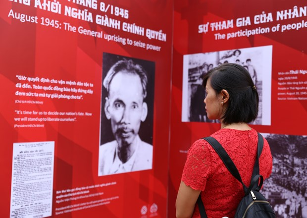 Exhibition tells Vietnam's path to independence hinh anh 1